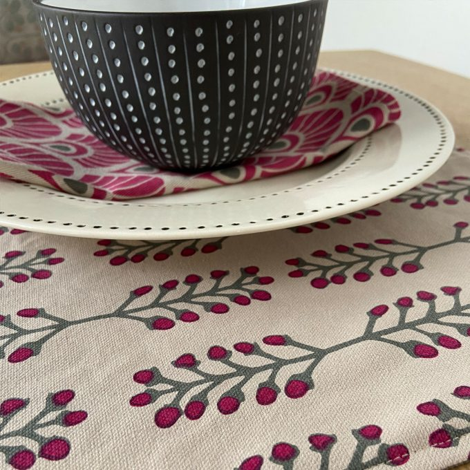 Tableware Combo Placemat Stem Fuchsia Red 1